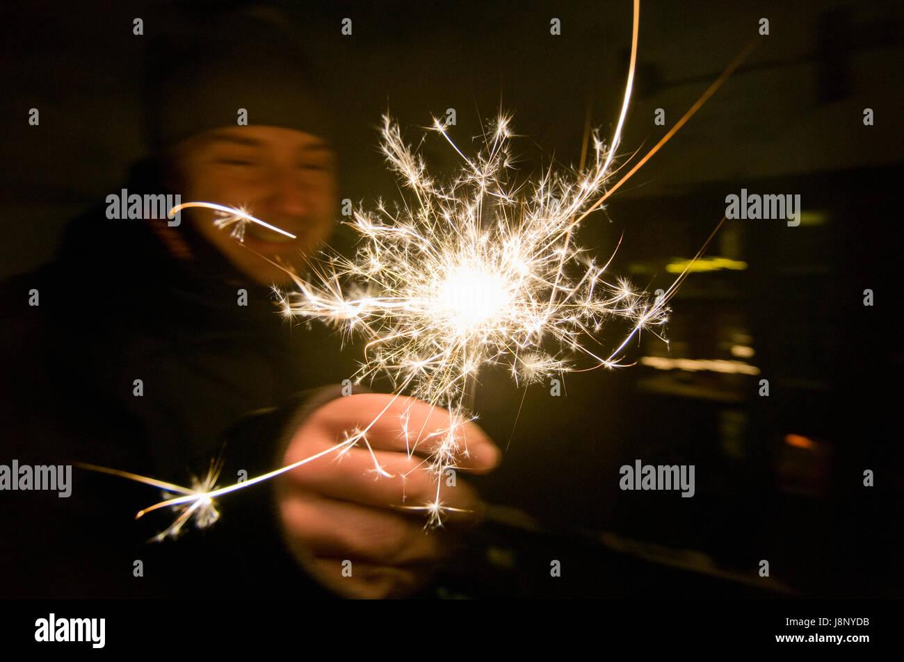 Man holding sparkle Banque D'Images