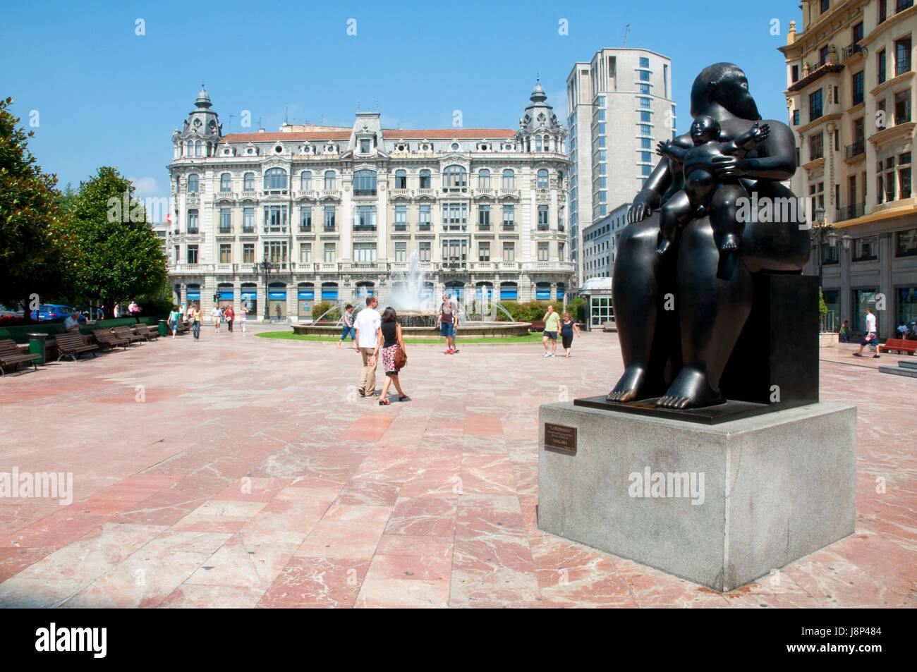 La maternité, par Fernando Botero. Escandalera Square, Oviedo, Espagne. Photo Stock