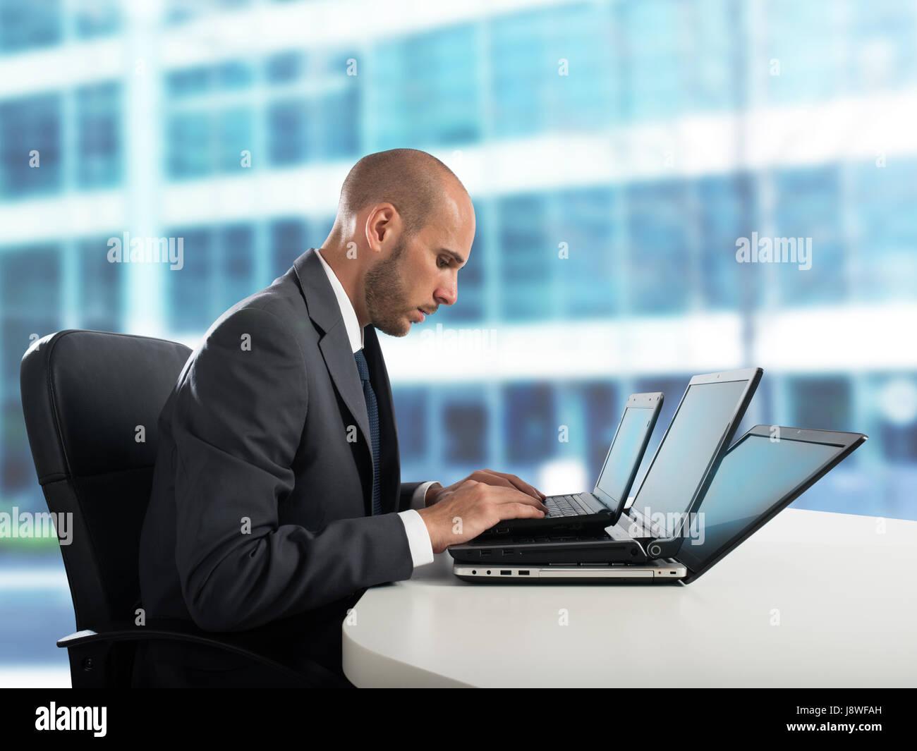 La fatigue et le stress dans le bureau Photo Stock