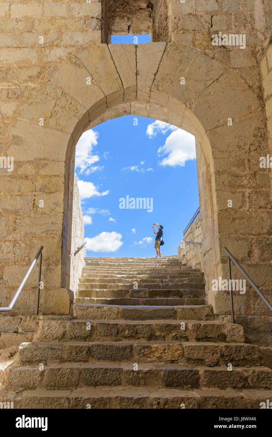 La prise d'une photo de touriste à l'intérieur du château de Papa Luna, Madrid, Espagne Photo Stock