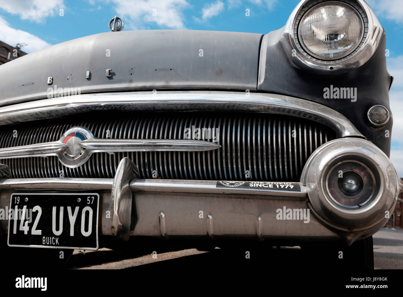 Un cadre rustique à la Buick 1957 automobile avec lettres manquantes dans le nom. Londres, Angleterre, Royaume Photo Stock