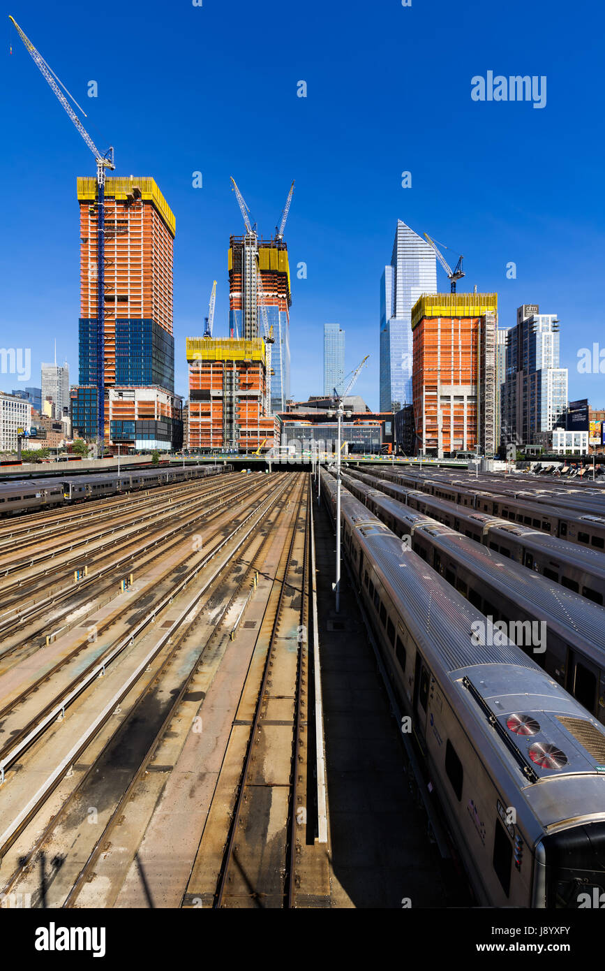 Le Hudson Yards chantier avec des rails de chemin de fer (2017). Midtown, Manhattan, New York City Photo Stock