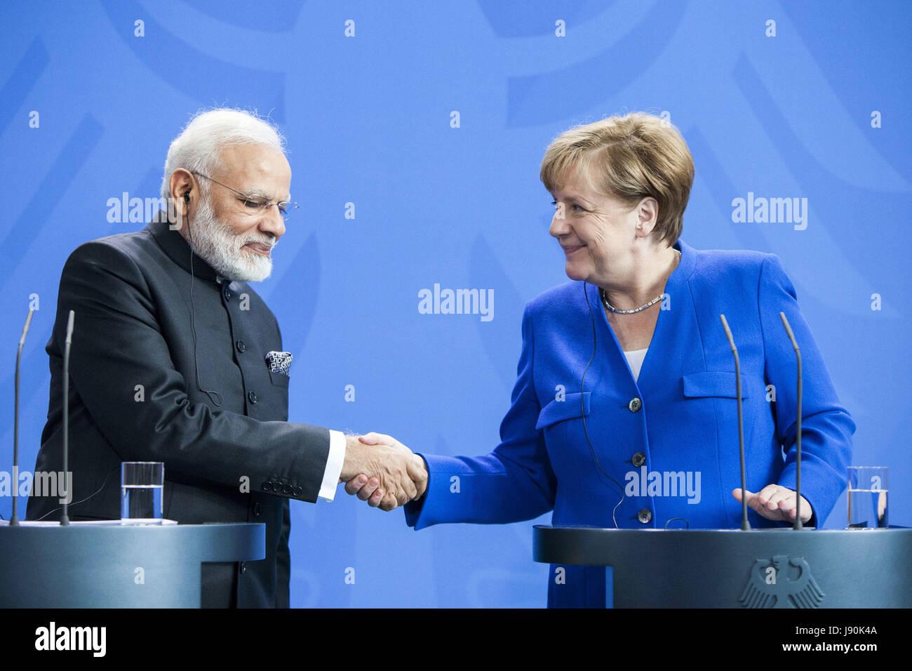 Berlin, Allemagne. 30 mai, 2017. La chancelière allemande Angela Merkel, et le Premier Ministre indien Narendra Photo Stock