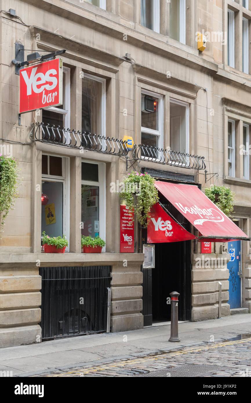 Oui Bar - anciennement Vespbar - renommé à l'appui de l'indépendance écossaise au cours Photo Stock