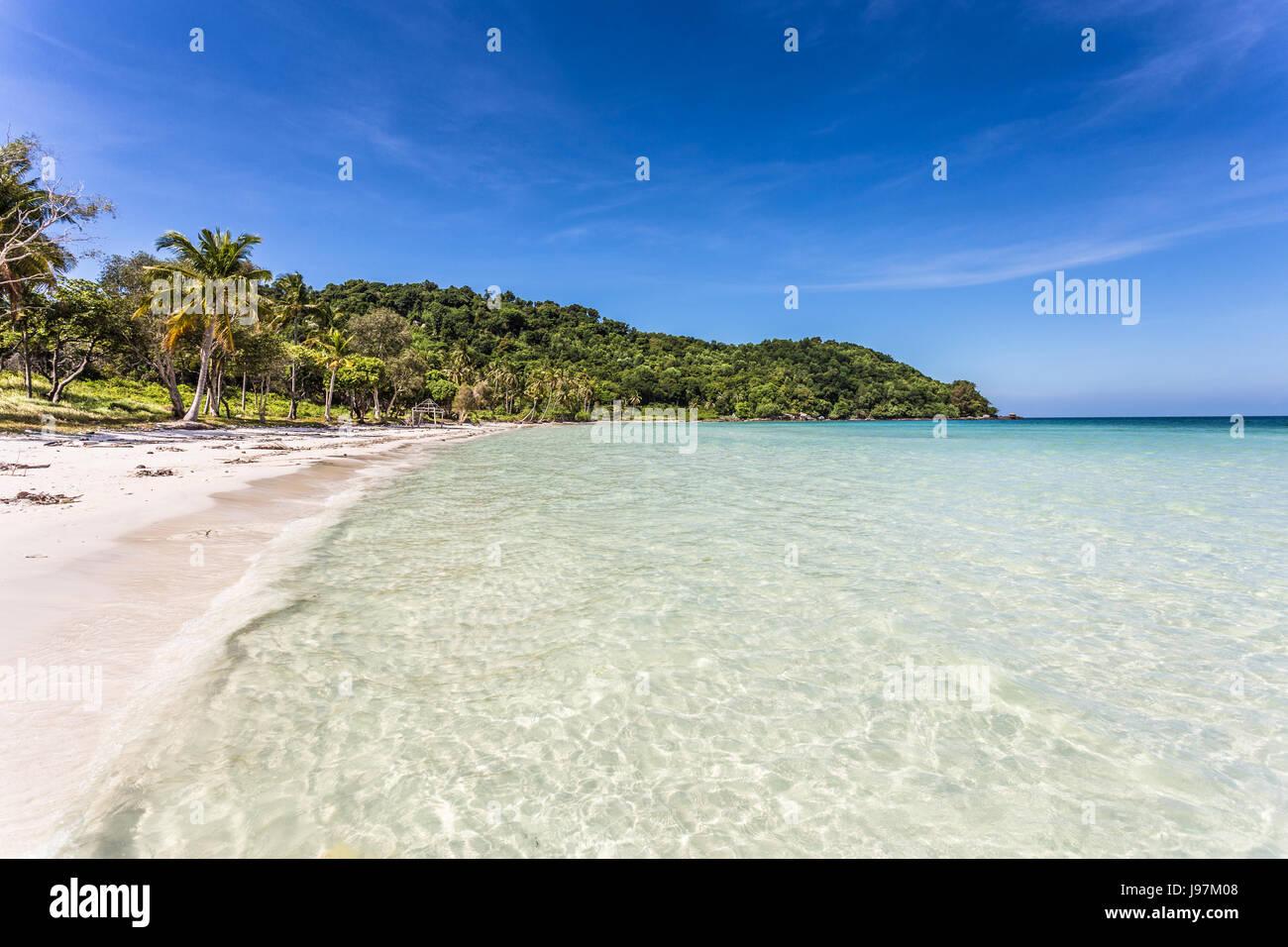 Plage de sable blanc magnifique Bai nom Sao beach dans l'île de Phu Quoc au Vietnam du Sud dans le golfe Photo Stock