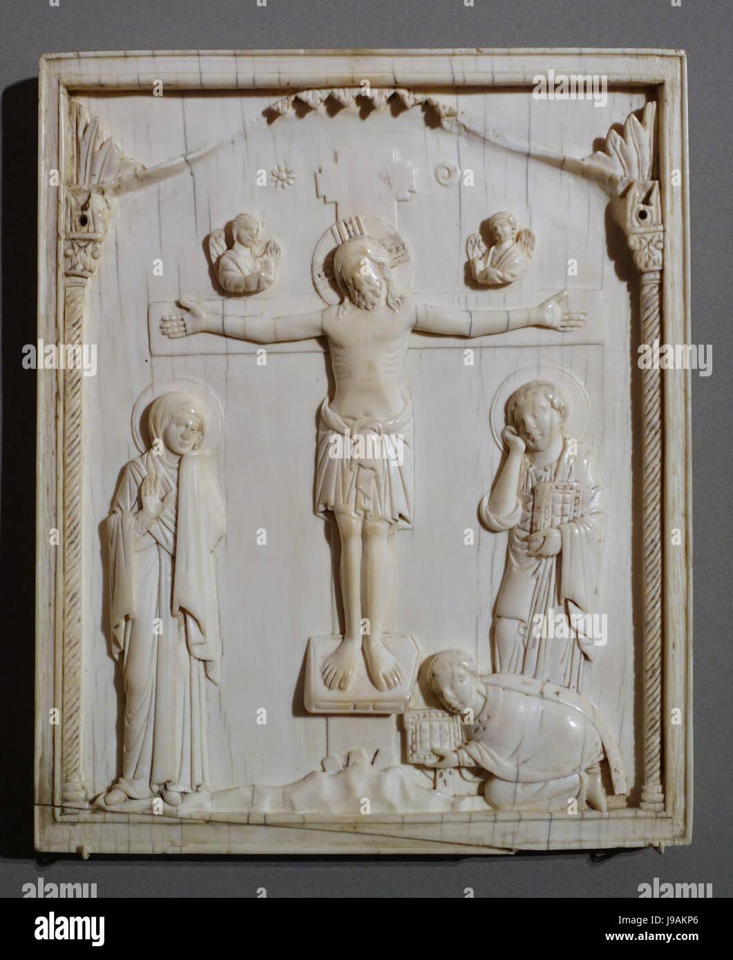 Panneau de secours avec la Crucifixion et le donateur, l'Est de l'Empire romain, 10e siècle, de l'ivoire Photo Stock