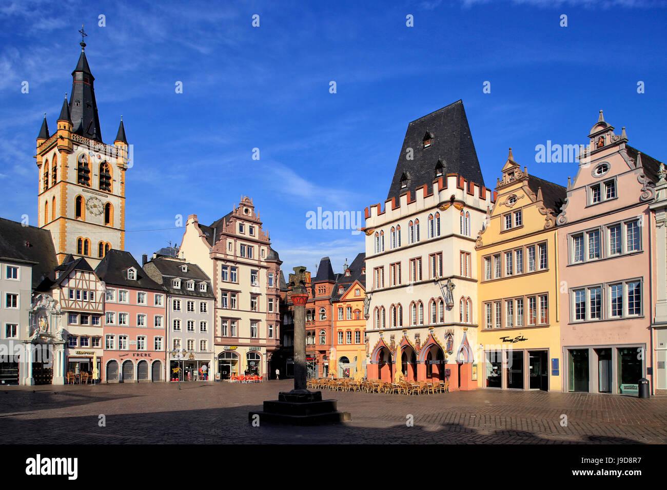 La Hauptmarkt, Place du marché, avec l'église Saint Gangolf Steipe et bâtiment, Trèves, Moselle, Rhénanie-Palatinat, Banque D'Images