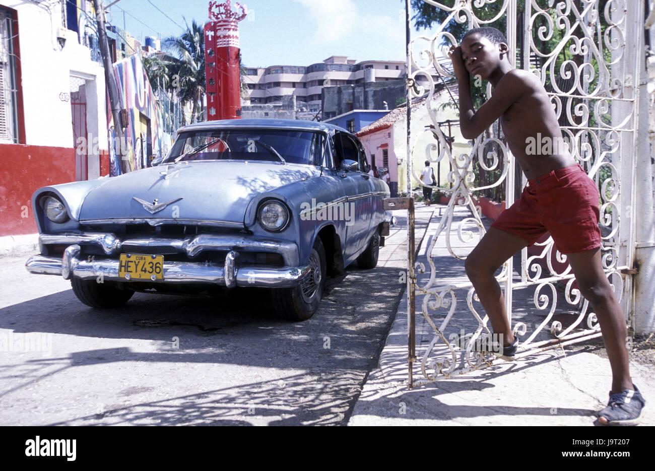 Cuba La Havane,,Center,Callejon de moutons,route,BOY,gate,ouvrir,attendez,l'ennui,modèle ne libération, Photo Stock