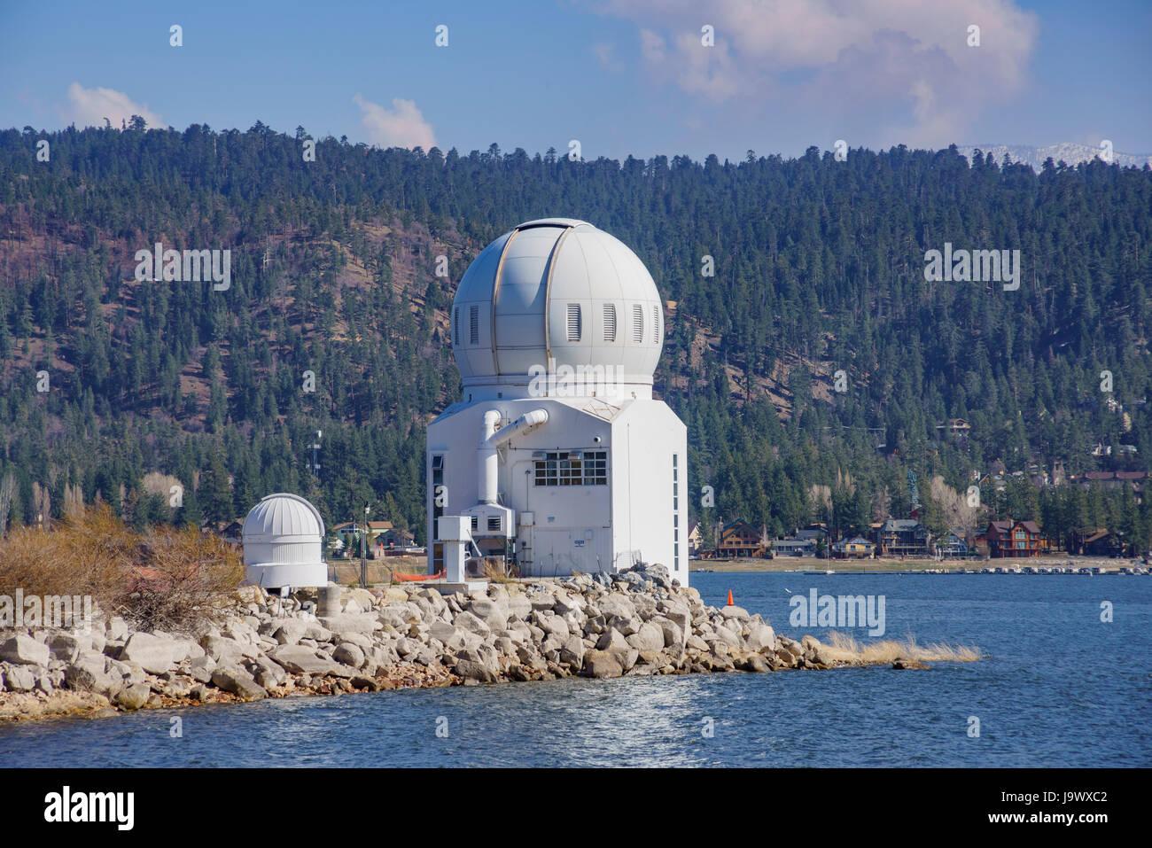 Topic univers spacial  - Page 7 Big-bear-solar-observatory-de-la-belle-big-bear-lake-comte-de-los-angeles-californie-j9wxc2