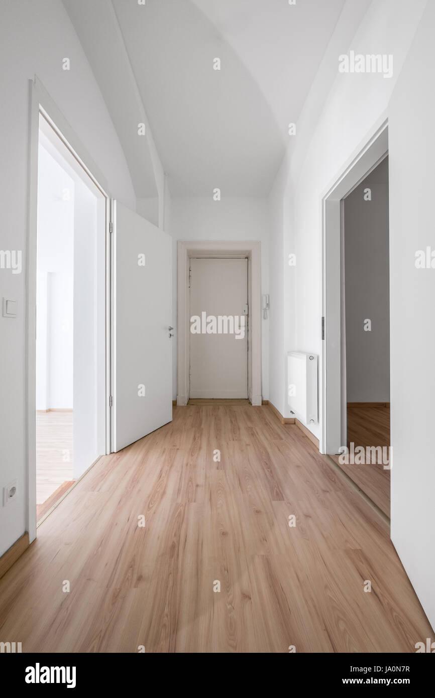 Porte d\'entrée et couloir de l\'appartement / Appartement Banque D ...