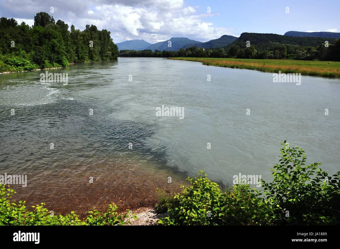 La bouche, le courant de la rivière, banque, port, bleu, vert, pont, buissons, localisation Banque D'Images