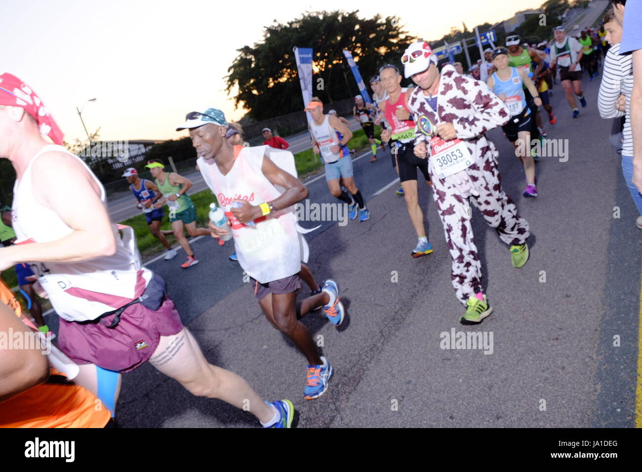 Durban, Afrique du Sud, 4 juin 2017. Camarades Marathon. 2017 coureurs participant au Marathon de camarades sont Photo Stock