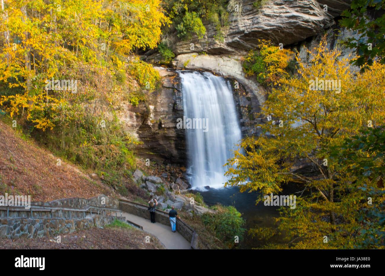 Caroline du Nord de Brevard en verre à la chute près de Asheville avec les couleurs de l'automne à Pisgah Forest Banque D'Images