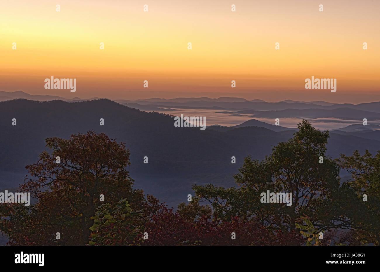 Caroline du Nord Brevard près d'Asheville montagnes Blue Ridge Couleurs d'automne lever de la route des crêtes des Banque D'Images