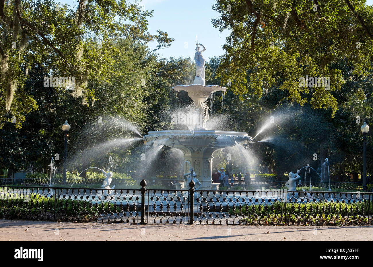 USA, Savannah Géorgie célèbre fontaine à Forsyth Park dans downtown historic district park Banque D'Images