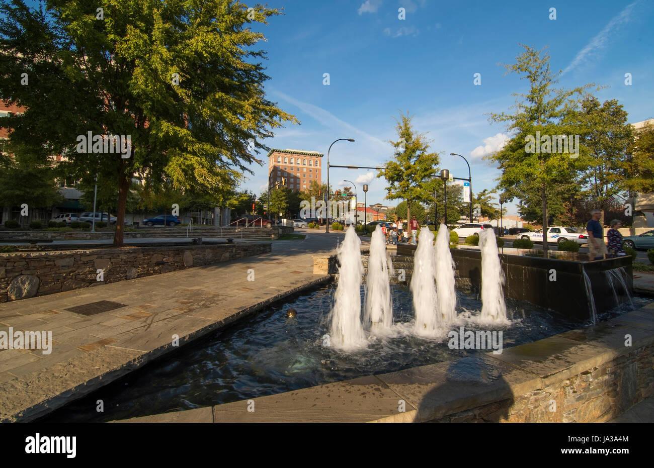 Greenville en Caroline du Sud au centre-ville de fontaine sur S. Main Street Centre au Marriott Courtyard dans le Banque D'Images