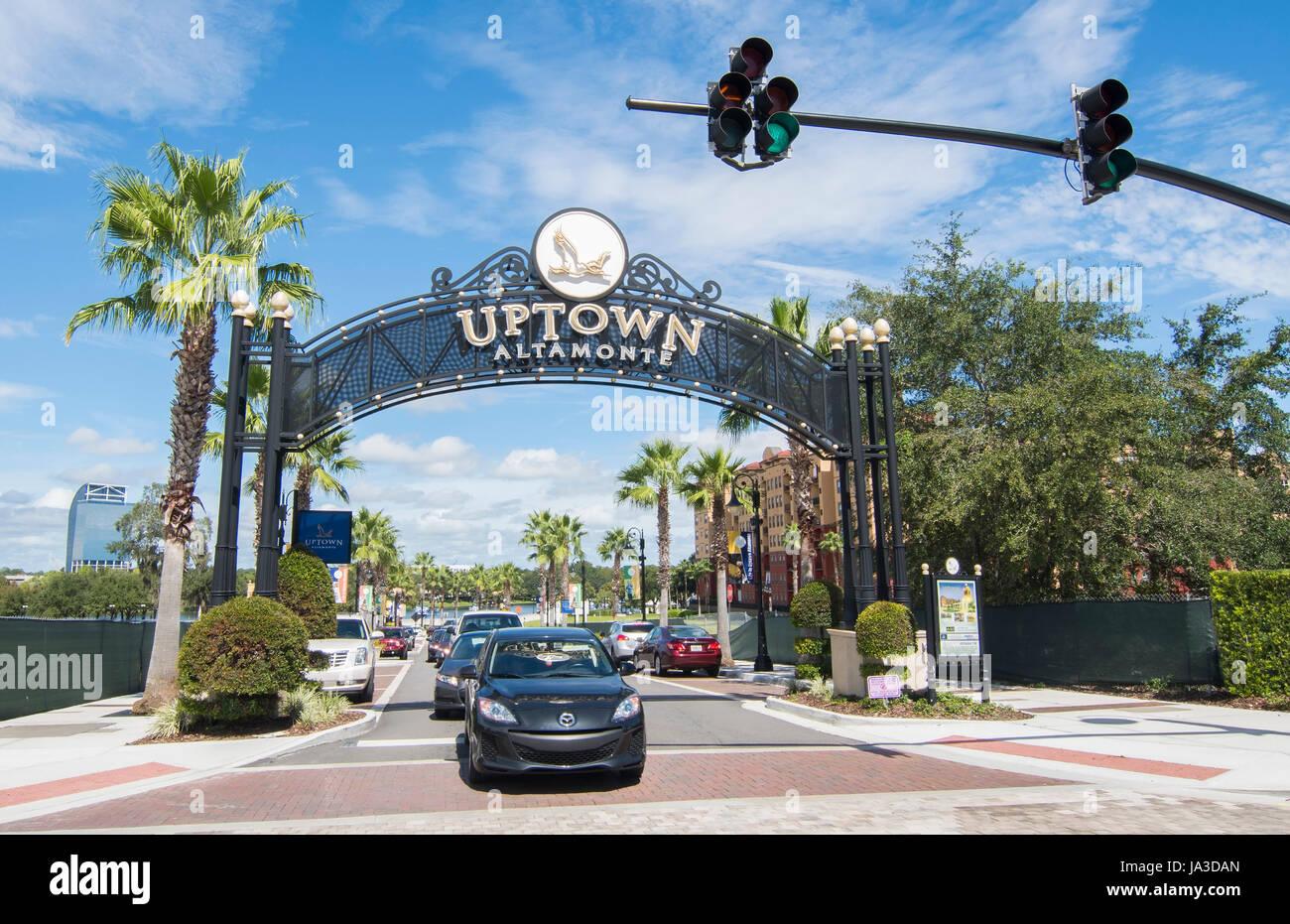 Altamonte Springs Florida rôti grues signalisation Uptown signe de boutiques et centre commercial, Banque D'Images