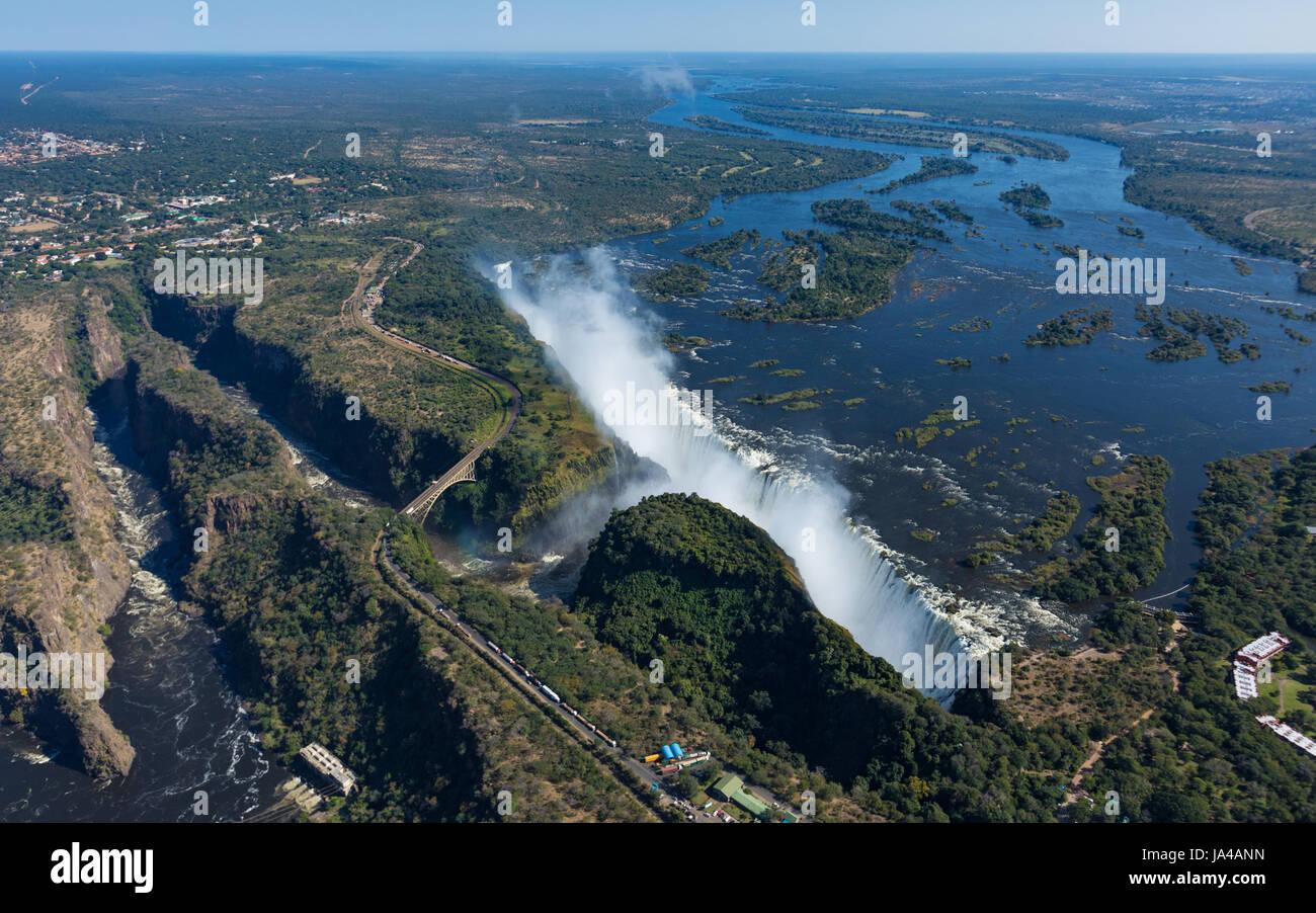 Vue des chutes Victoria au Zimbabwe depuis un hélicoptère au mois de mai Photo Stock
