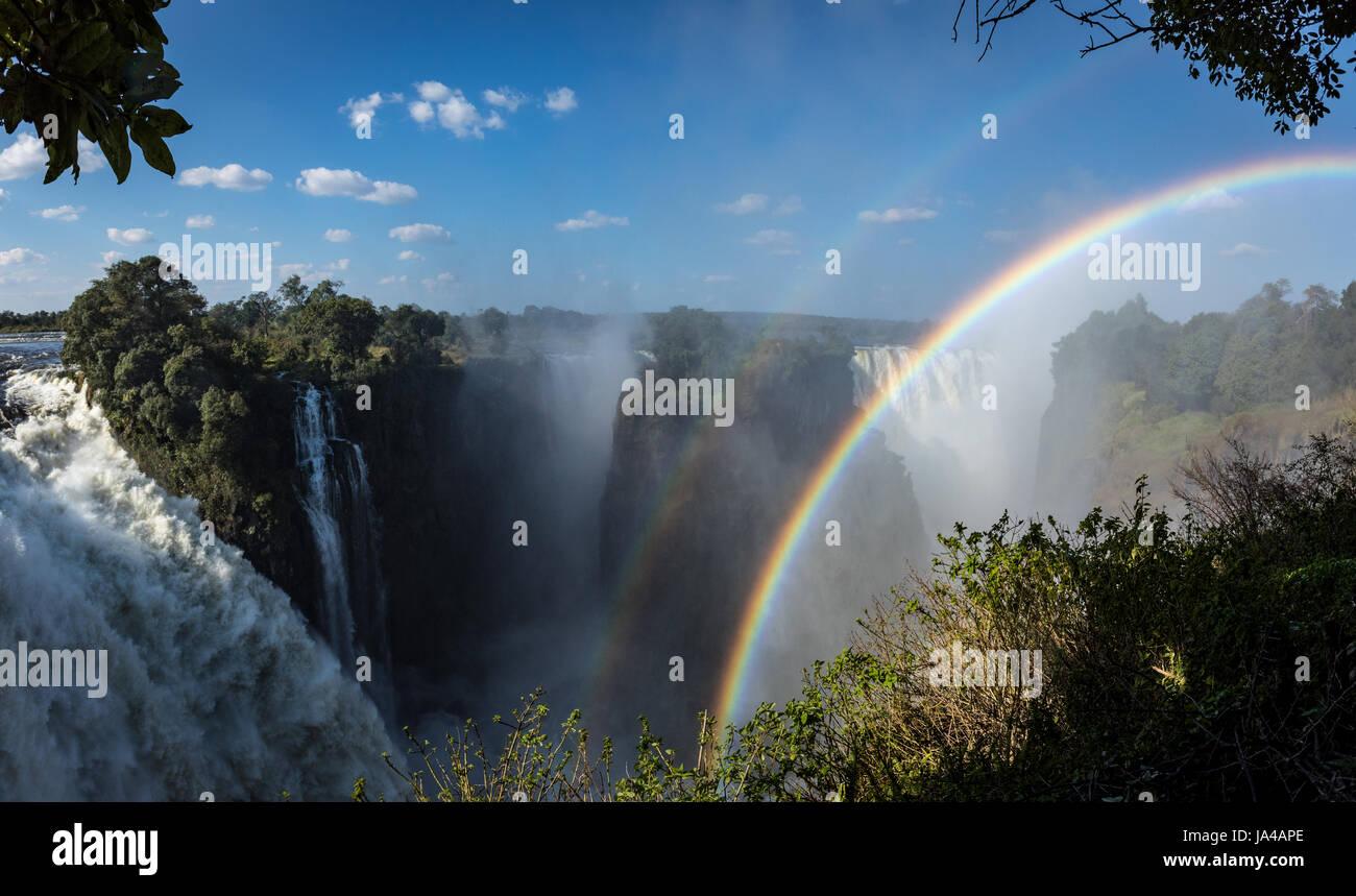 Avis de The Devil's Cateract à Victoria Falls au Zimbabwe, dans le mois de mai Photo Stock