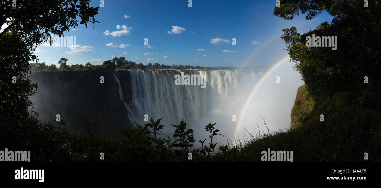 Vue de la main falls à Victoria Falls au Zimbabwe, dans le mois de mai Photo Stock