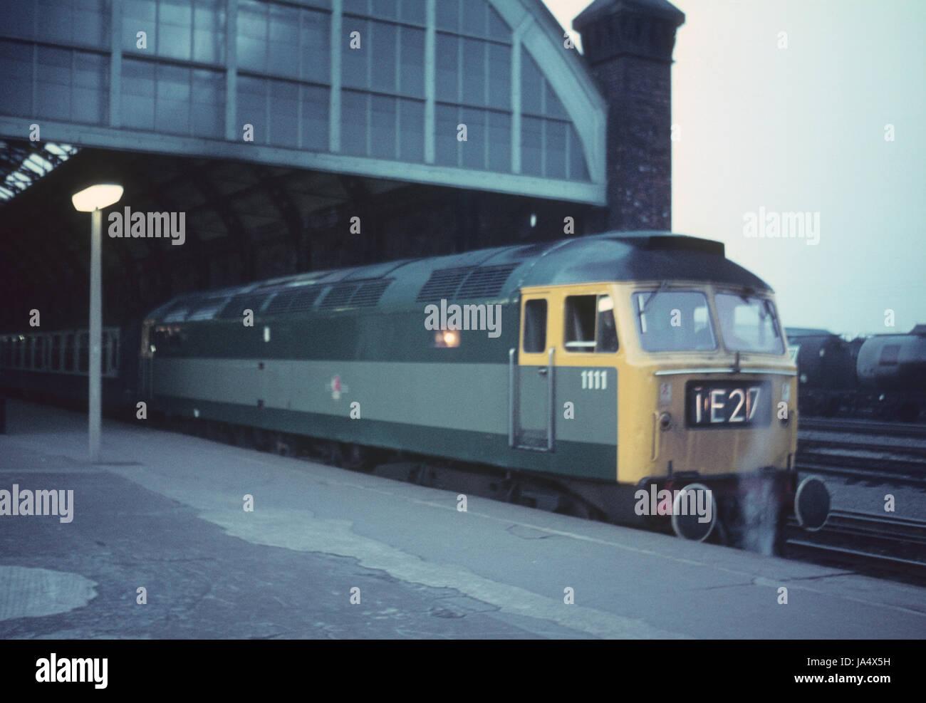 Type de pinceau 4 D1111 dans ton deux manger vert station Darlington en fin des années 60 Photo Stock