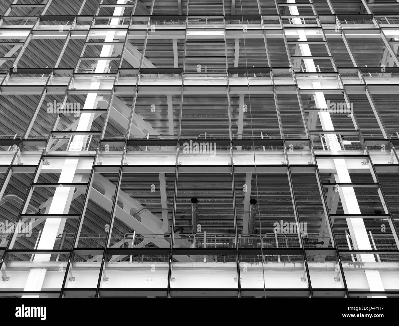 Site de construction ou développement de bureau moderne avec cadre en métal Banque D'Images