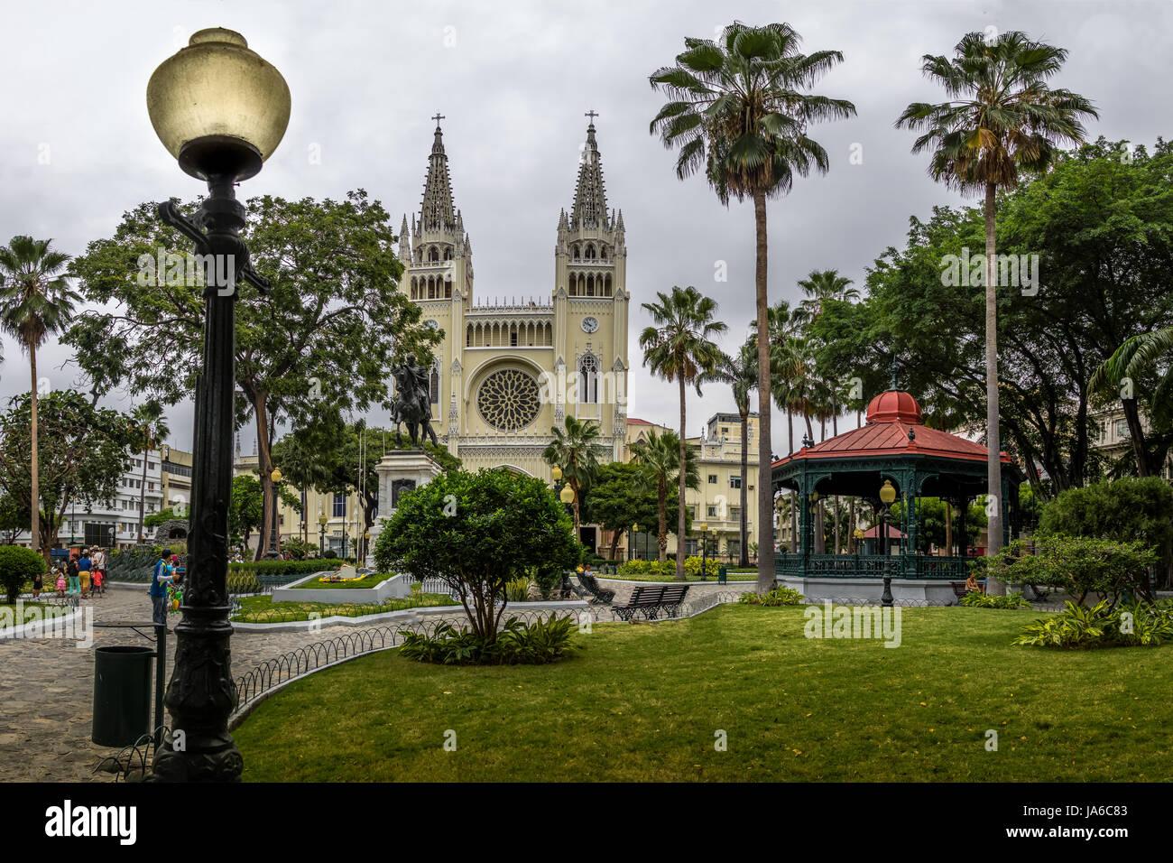 Parc Seminario (Parc des Iguanes) et Cathédrale Métropolitaine - Guayaquil, Équateur Photo Stock