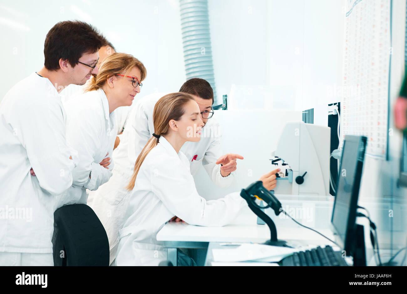 Les chercheurs de laboratoire, médecins, scientifiques Photo Stock