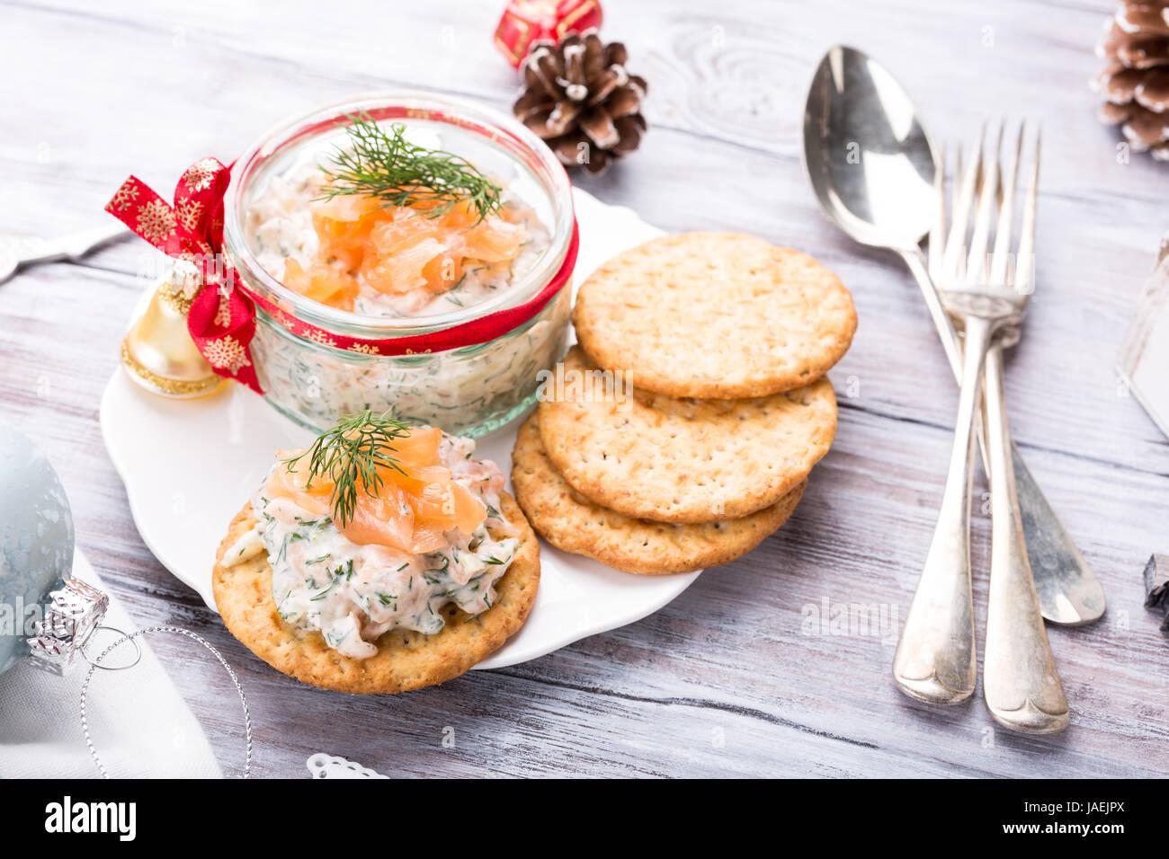 Saumon fumé, fromage à la propagation et à l'aneth Photo Stock