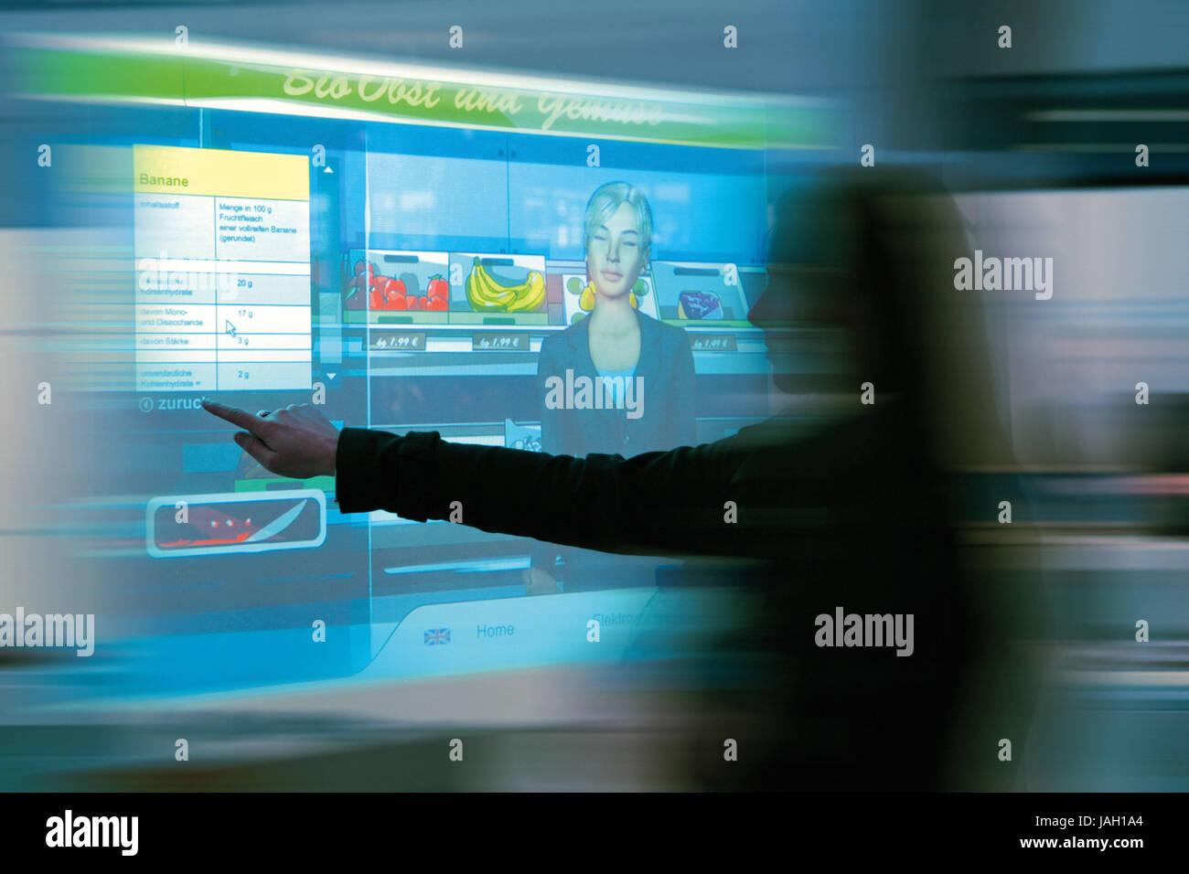 L'affichage,femme,faire des achats virtuels, Photo Stock