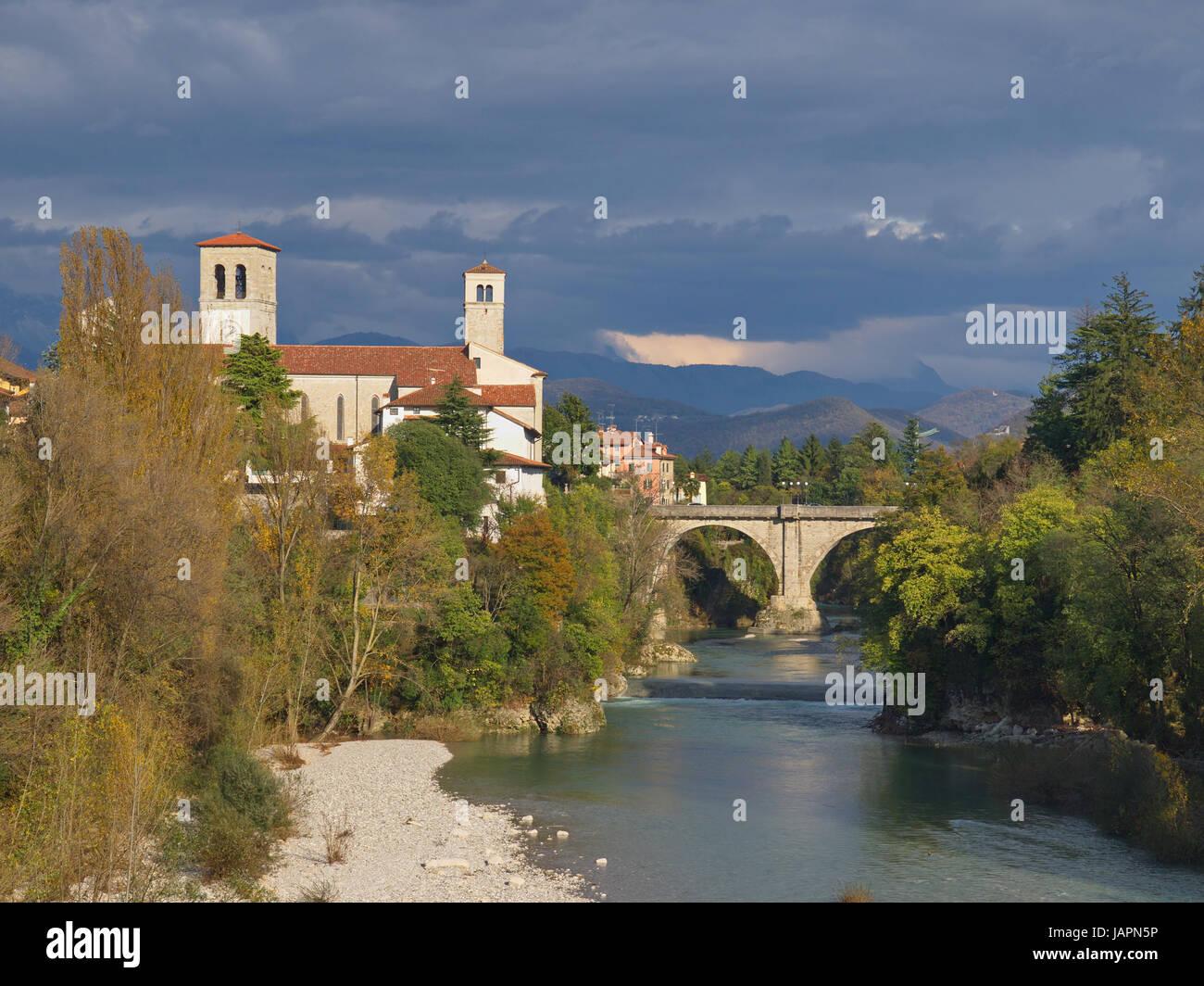 Cividale avec pont du diable sur l'ud (Frioul / Italie) Banque D'Images