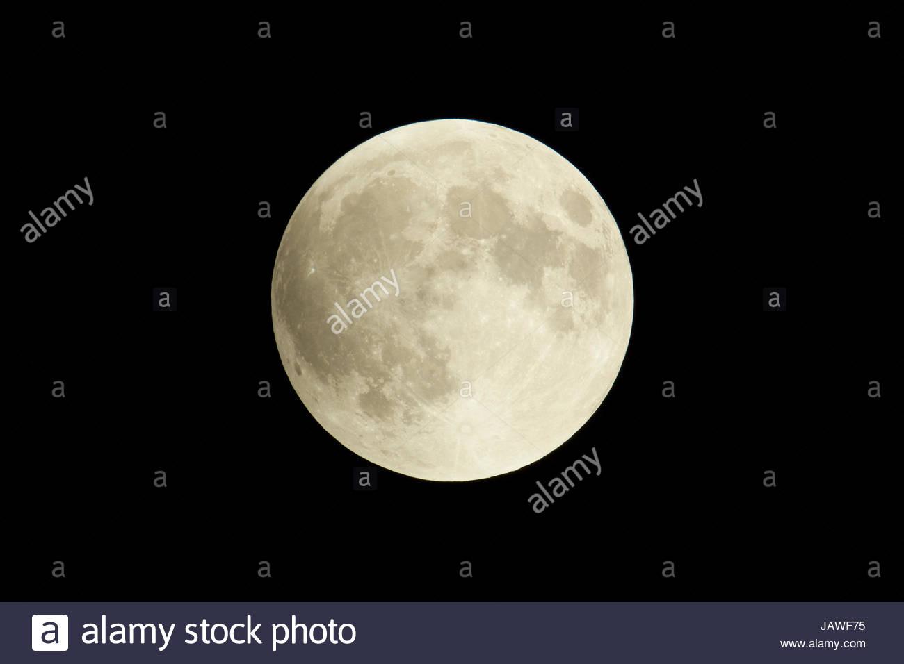 Éclipse lunaire totale du 27 septembre 2015, la lune supermoon à son point le plus proche de la terre Photo Stock