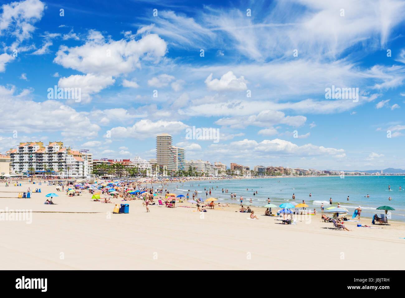 Costa del Azahar plage de Playa Norte, dans le complexe de vacances espagnol ville de Peniscola, Castellon, Espagne Photo Stock