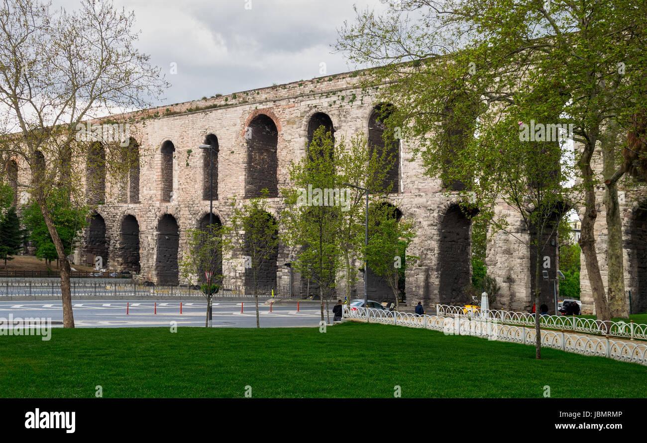 Istanbul, Turquie - 21 Avril 2017: Aqueduc de Valens un aqueduc romain qui a été le principal système de fournir Banque D'Images