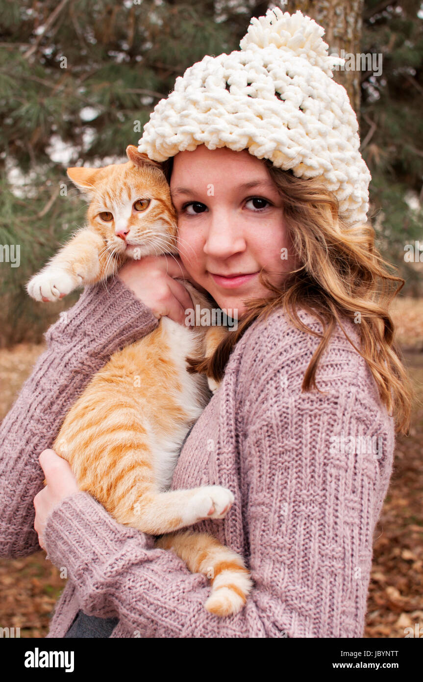 Teenager holding cat Photo Stock