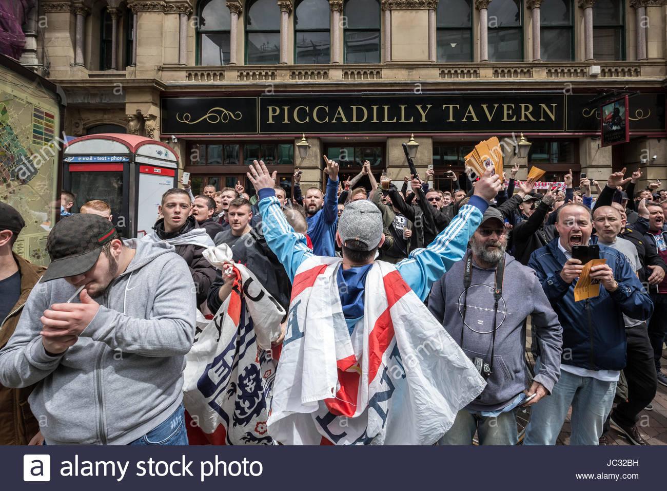 """Environ 1 000 fréquentent 'de droite s'unissent contre la haine"""" anti-islamique et rallye mars Photo Stock"""