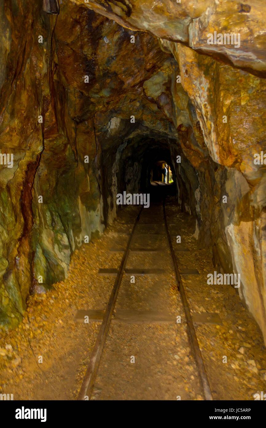 Tunnel ferroviaire historique, une partie d'une ancienne mine d'or du système de transport situé Photo Stock
