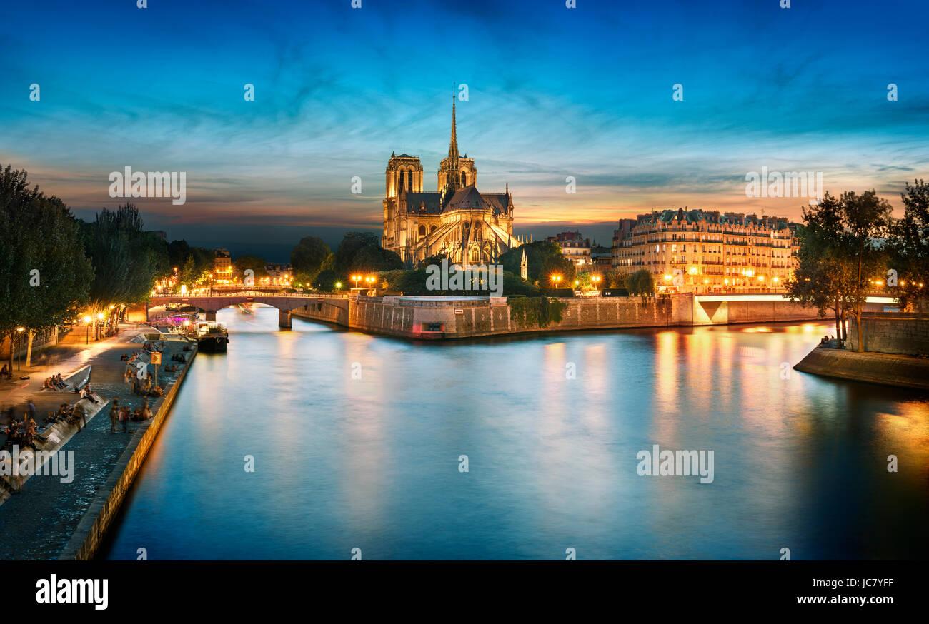 L'Ile de la Cité et Notre Dame au coucher du soleil, Paris, France Banque D'Images