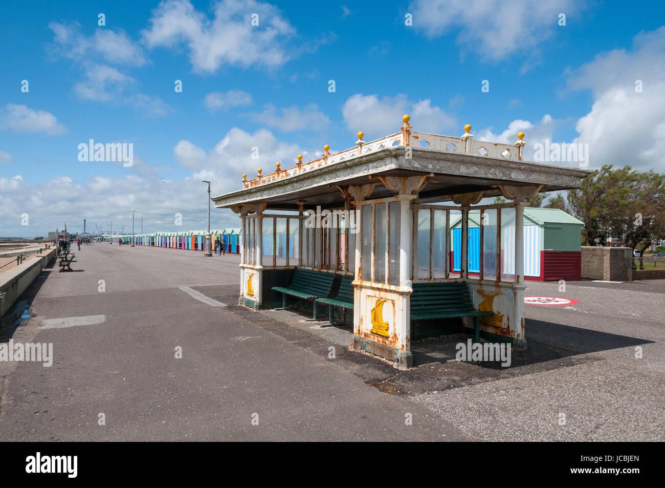 L'abri du vent, la plage de Brighton, Royaume-Uni Photo Stock