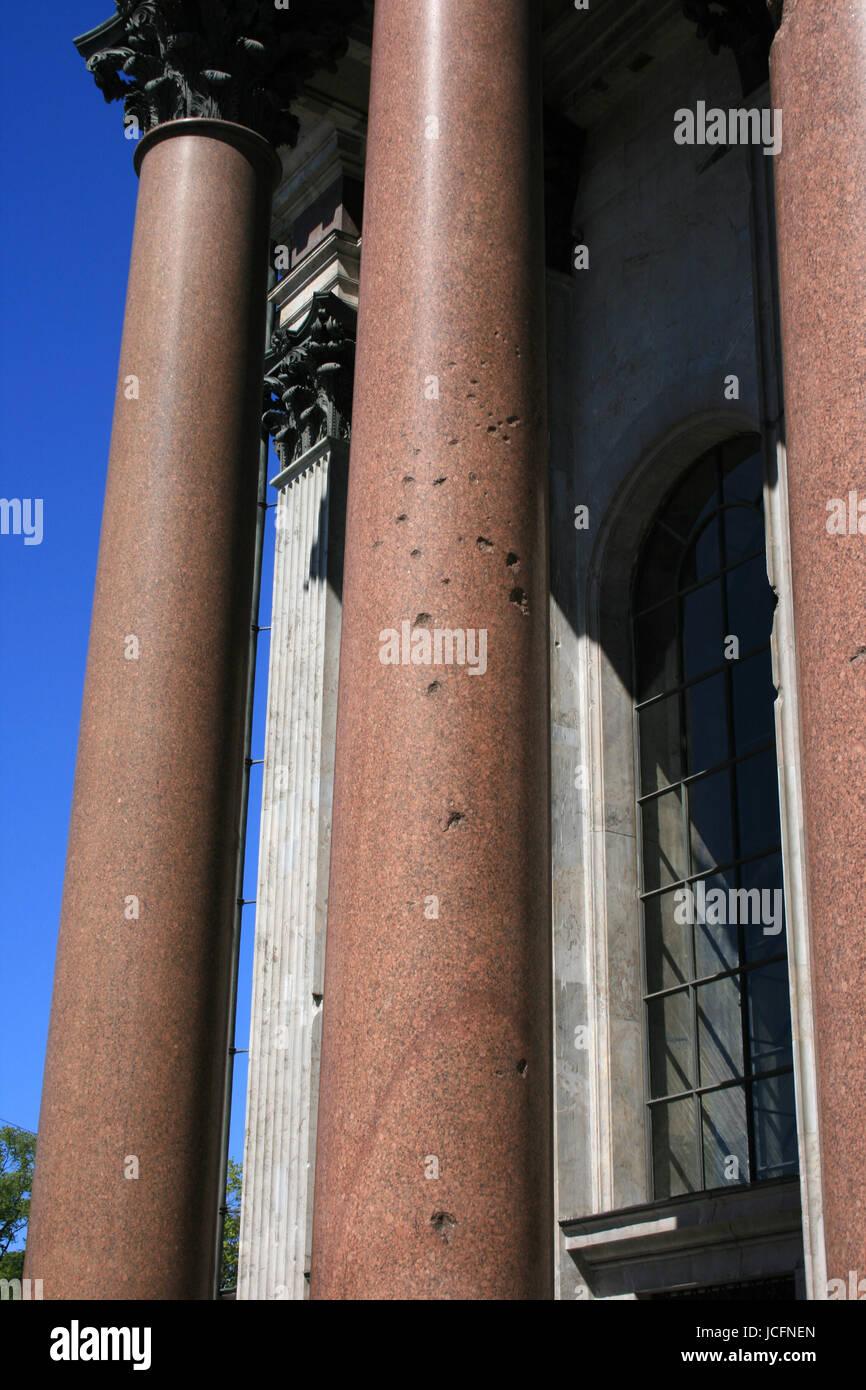 Trous de balle sur la cathédrale Saint-Isaac à Saint-Pétersbourg - Russie Banque D'Images