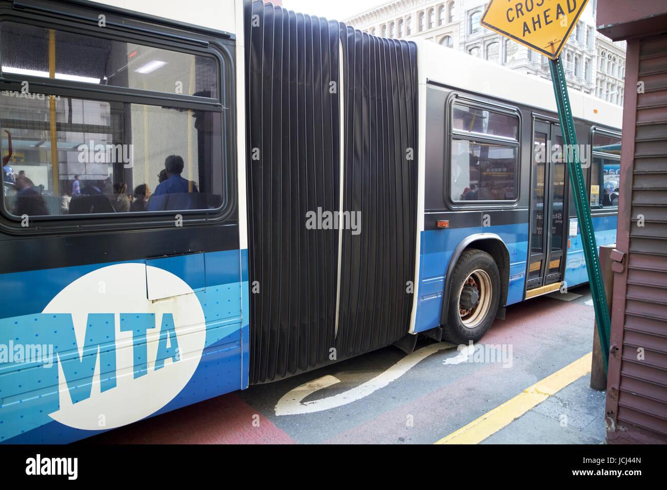 New York City bus articulé novabus lfs MTA USA Photo Stock
