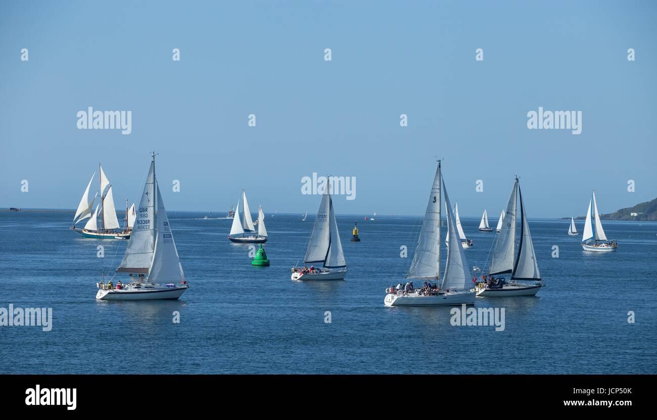 Plymouth, 17 juin 17 - 68 yachts quittent Plymouth sur le 26 km poursuite Eddystone, un événement annuel Photo Stock