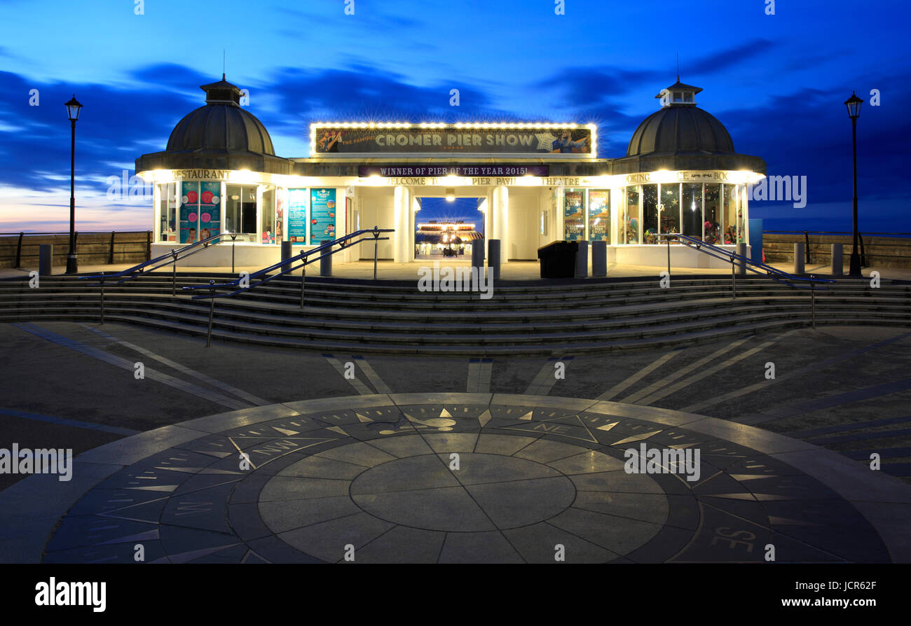 Le traditionnel pier à Cromer, North Norfolk, Angleterre, Europe Photo Stock
