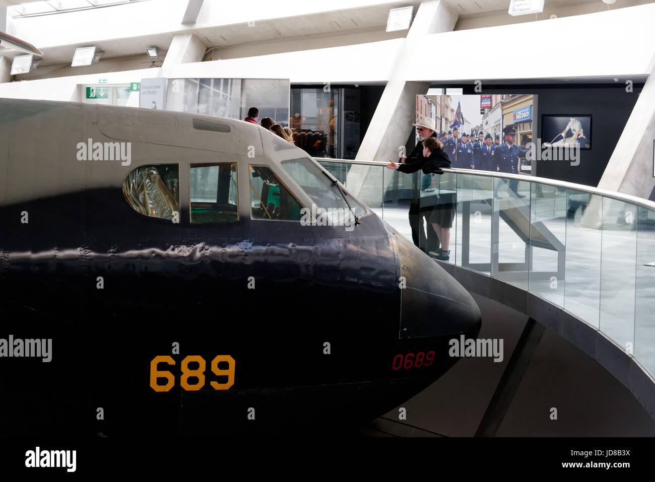 Boeing B-52 Stratofortress bombardier stratégique dans l'air de Duxford Museum Banque D'Images