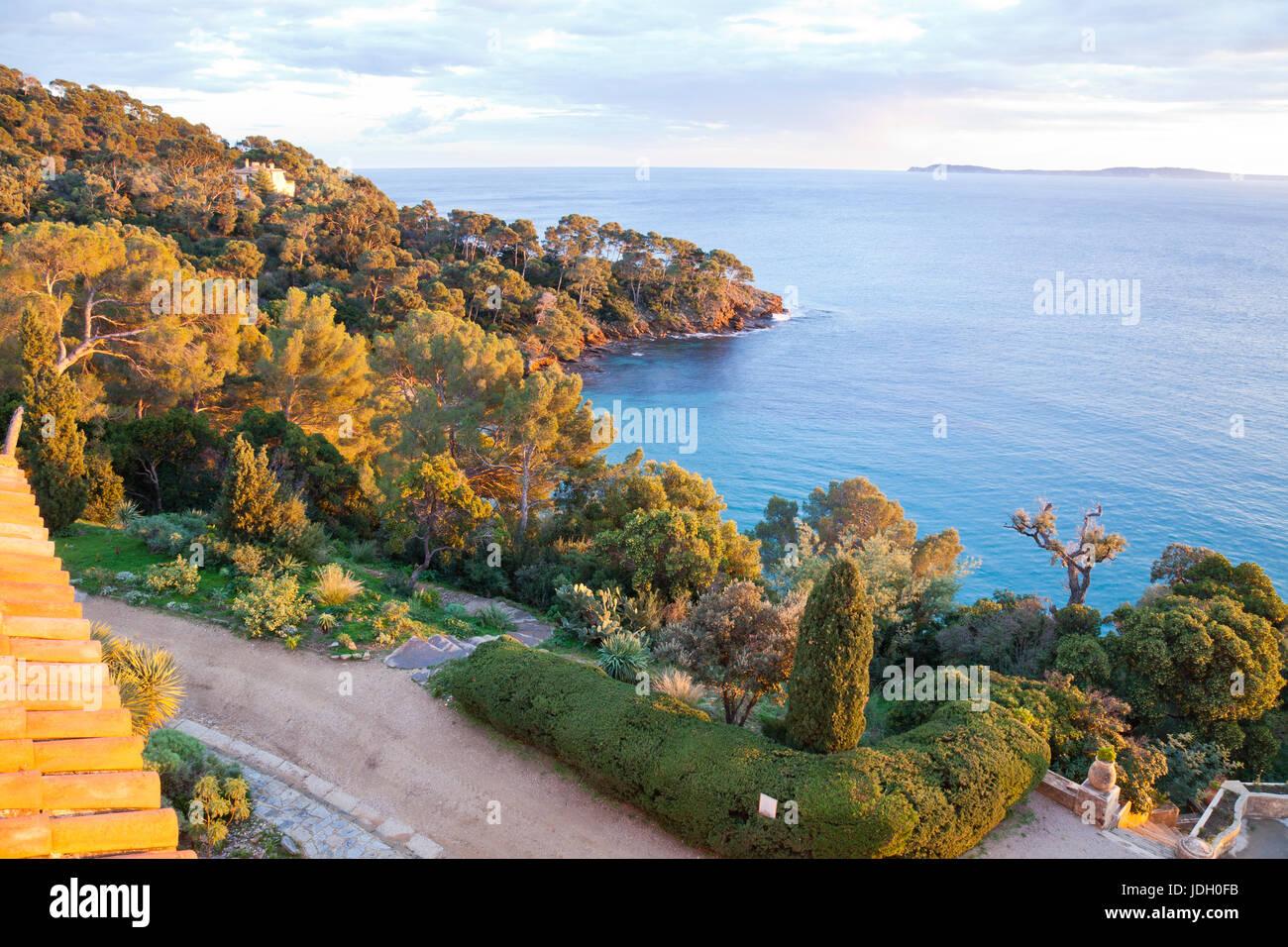 France, Var (83), le Cavalaire-sur-Mer, le domaine du Rayol, vue depuis le toit-terrasse de l'Hôtel de Photo Stock