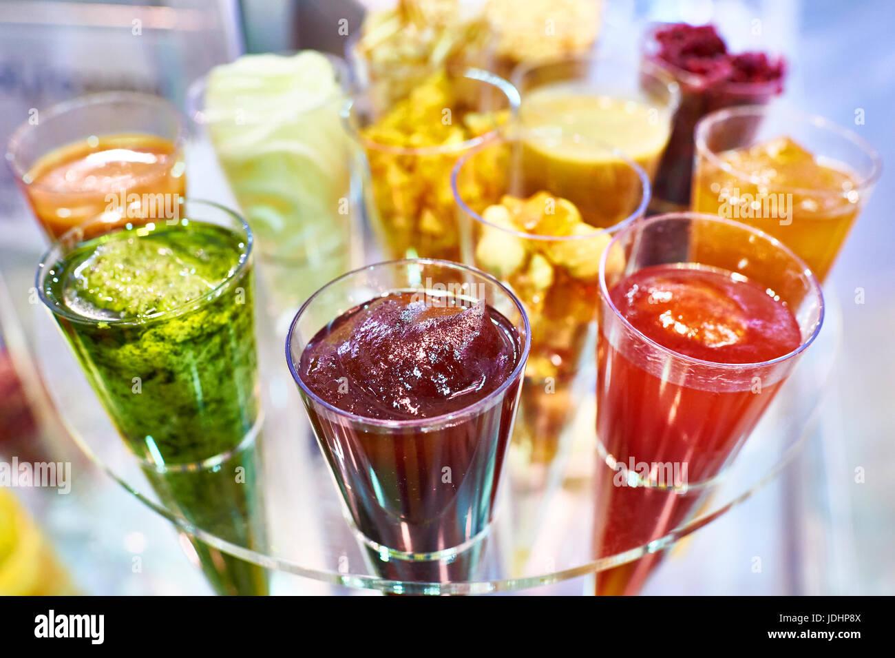 Fruit sucré et l'écrou d'additifs pour la cuisson. Vue d'en haut Photo Stock