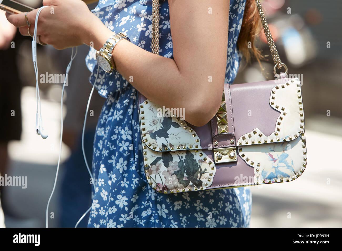 MILAN - le 19 juin   Femme avec Valentino sac avec clous et Rolex Daytona  acier 388c764bcc0
