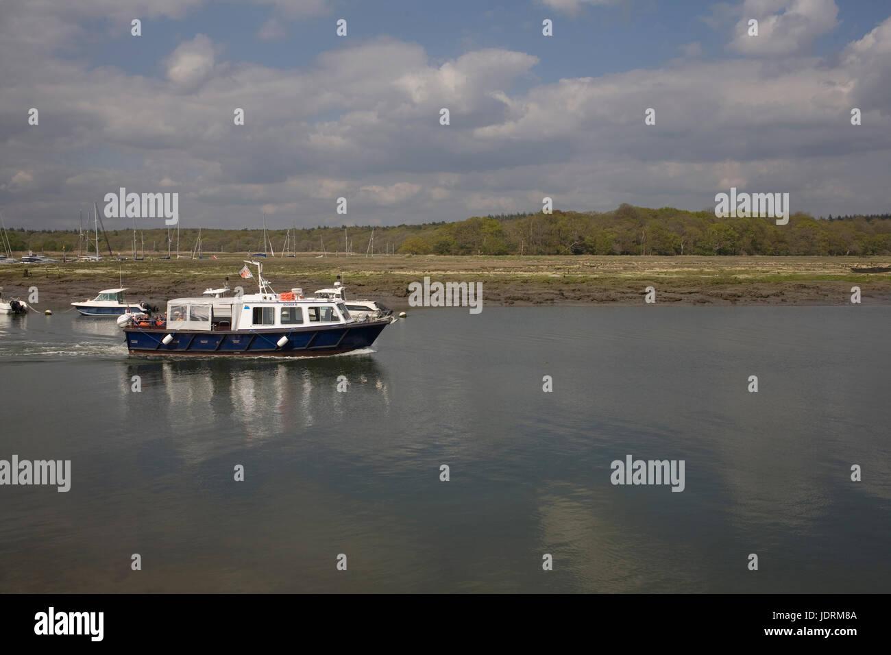 Oliver 'B' tour voile entraîne les visiteurs dans un court voyage à l'embouchure de la rivière Photo Stock