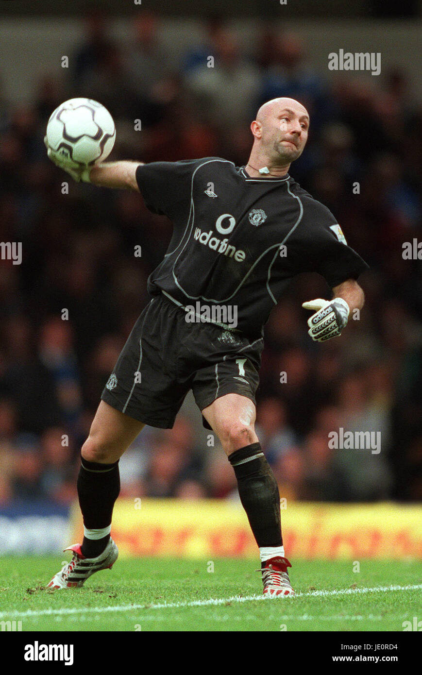 5c19cfc8c8a FABIEN BARTHEZ MANCHESTER UNITED FC FILBERT STREET LEICESTER ANGLETERRE 14  Octobre 2000 Photo Stock