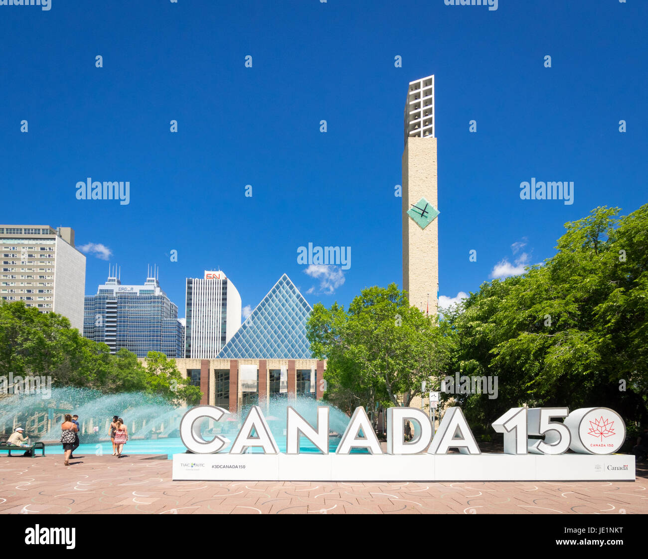 Le Canada 150 3D signe à Sir Winston Churchill Square à Edmonton, Alberta, Canada. L'enseigne célèbre Photo Stock